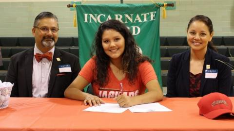 Viviana Puente of San Antonio Incarnate Word High School signs a letter of intent to play golf at UHV.